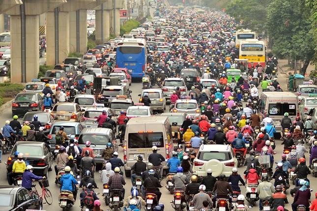 Hàng loạt tuyến đường ở Thủ đô ùn tắc giờ cao điểm buổi sáng ảnh 1