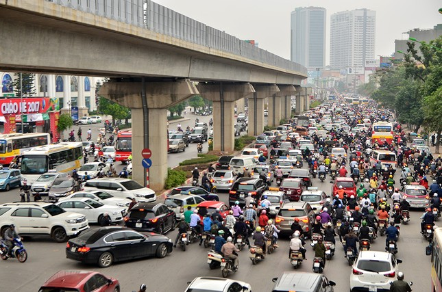 Hàng loạt tuyến đường ở Thủ đô ùn tắc giờ cao điểm buổi sáng ảnh 5