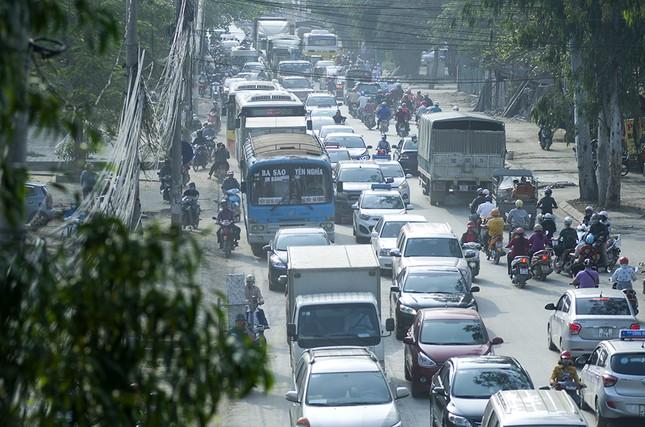 Hàng loạt tuyến đường ở Thủ đô ùn tắc giờ cao điểm buổi sáng ảnh 13