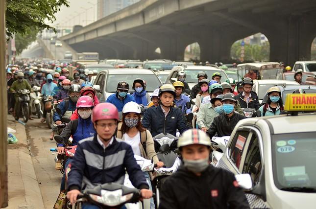 Hàng loạt tuyến đường ở Thủ đô ùn tắc giờ cao điểm buổi sáng ảnh 9