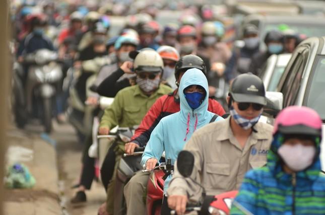Hàng loạt tuyến đường ở Thủ đô ùn tắc giờ cao điểm buổi sáng ảnh 8