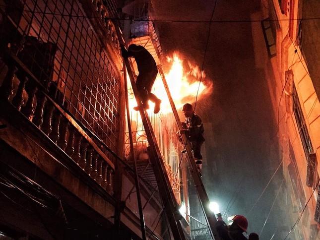 Hiện trường vụ cháy nhà 'chuồng cọp' phố Vọng, khiến 2 người chết ảnh 1