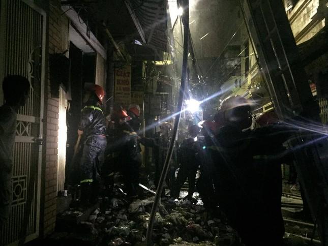 Hiện trường vụ cháy nhà 'chuồng cọp' phố Vọng, khiến 2 người chết ảnh 3