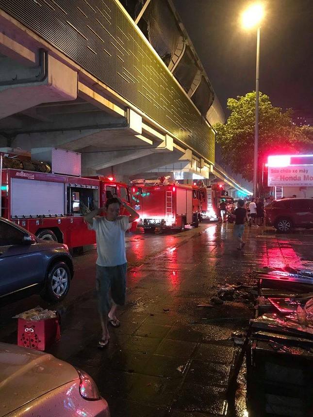 Ảnh viện ở Hà Nội bốc cháy ngùn ngụt lúc trời mưa ảnh 2