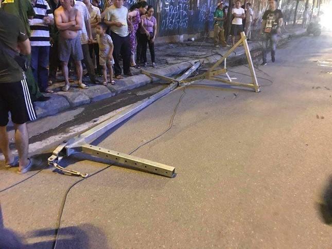 Người phụ nữ đi xe máy bị thanh sắt từ tòa nhà rơi trúng tử vong ảnh 2