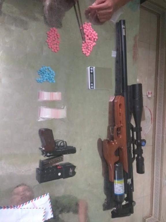 Cảnh sát thu giữ nhiều súng, đạn và ma túy của nhóm 'dân bay' ở Vĩnh Phúc ảnh 2