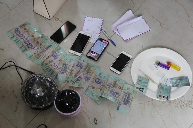 Cảnh sát thu giữ nhiều súng, đạn và ma túy của nhóm 'dân bay' ở Vĩnh Phúc ảnh 1