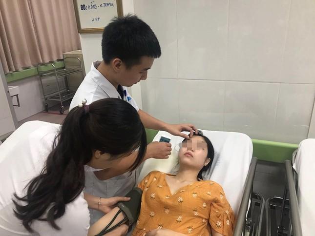 Phẫn nộ clip chồng đánh vợ dã man trước mặt các con ảnh 1