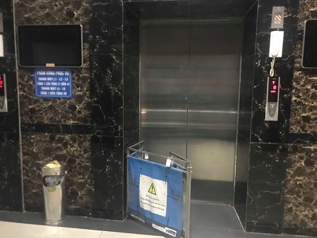 Dân chung cư Linh Đàm hốt hoảng vì mắc kẹt trong thang máy ảnh 1
