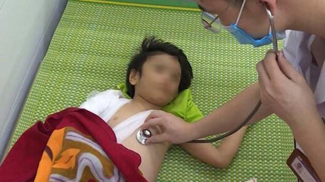 Bắt người cha bạo hành con gái 6 tuổi ở Bắc Ninh ảnh 2