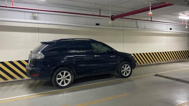 Ô tô Fadil và xe Lexus rượt đuổi, chèn nhau như phim hành động trên đường phố Hà Nội ảnh 1