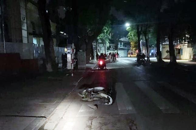 Đi tốc độ nhanh, hai cô gái ngã xe máy thương vong ảnh 1