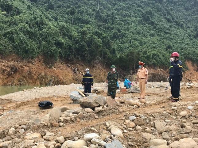 Cận cảnh tìm kiếm 17 công nhân gặp nạn tại thủy điện Rào Trăng 3 ảnh 9