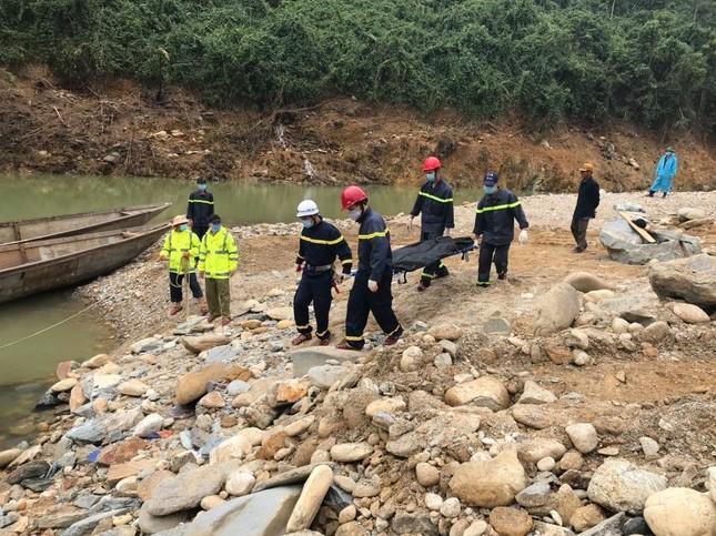 Cận cảnh tìm kiếm 17 công nhân gặp nạn tại thủy điện Rào Trăng 3 ảnh 10
