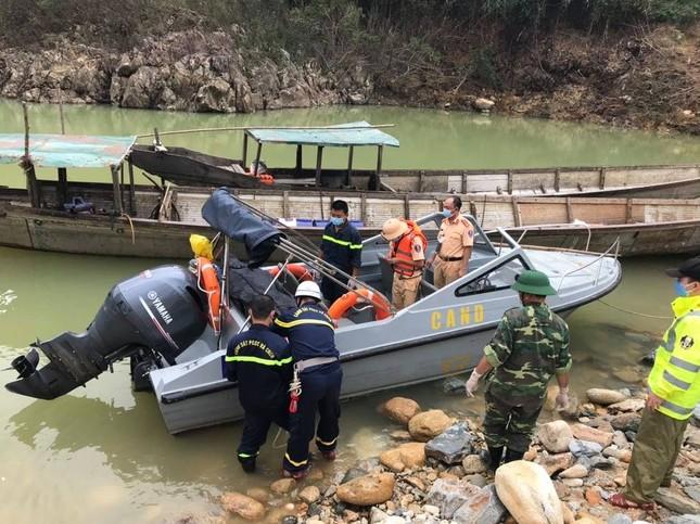 Cận cảnh tìm kiếm 17 công nhân gặp nạn tại thủy điện Rào Trăng 3 ảnh 11