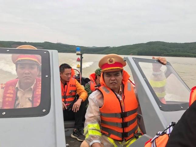 Cận cảnh tìm kiếm 17 công nhân gặp nạn tại thủy điện Rào Trăng 3 ảnh 1