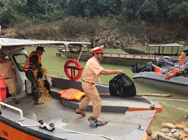 Cận cảnh tìm kiếm 17 công nhân gặp nạn tại thủy điện Rào Trăng 3 ảnh 2