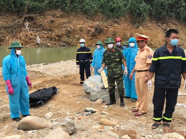 Cận cảnh tìm kiếm 17 công nhân gặp nạn tại thủy điện Rào Trăng 3 ảnh 6