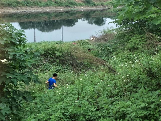 'Xới tung' ven sông Nhuệ tìm nữ sinh Học viện Ngân hàng mất tích ảnh 2