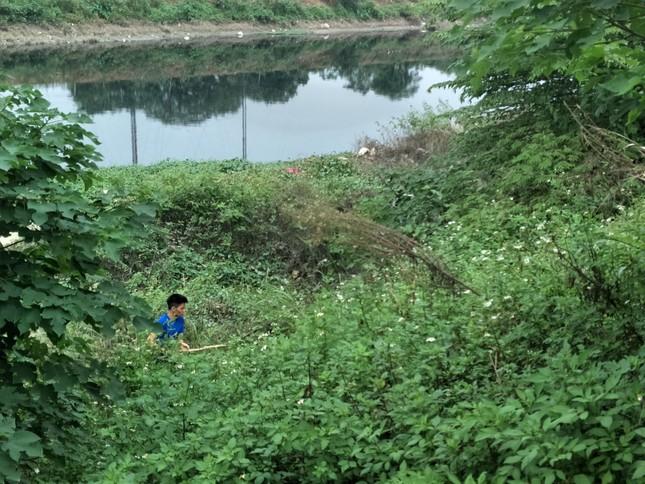 'Xới tung' ven sông Nhuệ tìm nữ sinh Học viện Ngân hàng mất tích ảnh 4