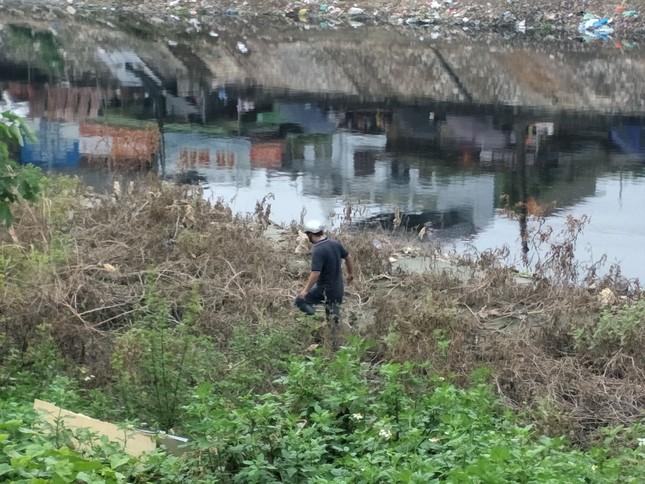 'Xới tung' ven sông Nhuệ tìm nữ sinh Học viện Ngân hàng mất tích ảnh 6