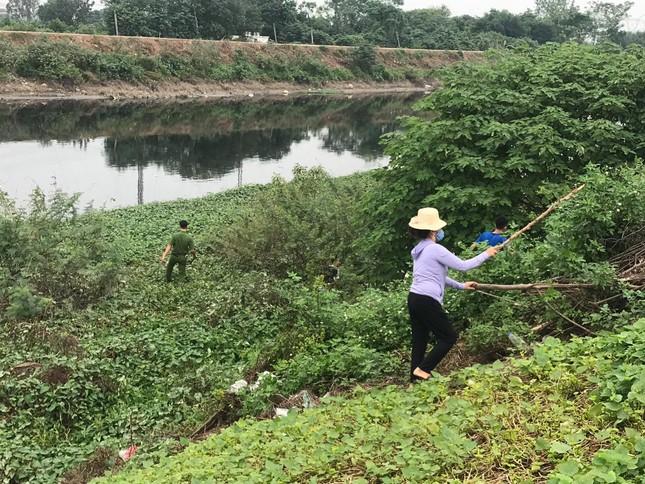 'Xới tung' ven sông Nhuệ tìm nữ sinh Học viện Ngân hàng mất tích ảnh 1