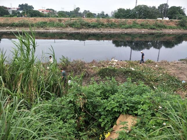 'Xới tung' ven sông Nhuệ tìm nữ sinh Học viện Ngân hàng mất tích ảnh 9