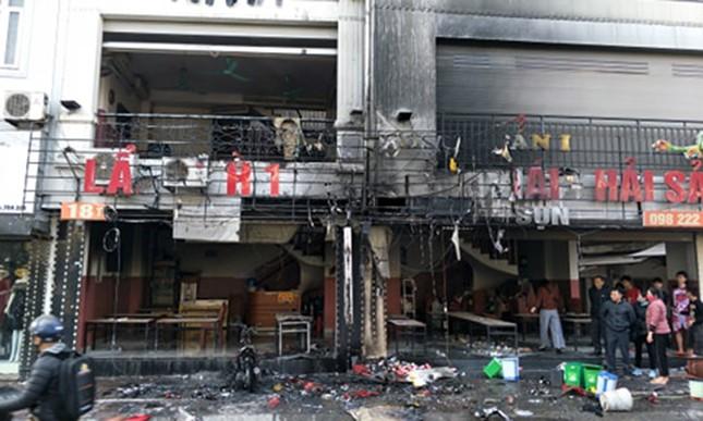 Quán lẩu ở Hà Nội bốc cháy ngùn ngụt giữa trưa ảnh 2