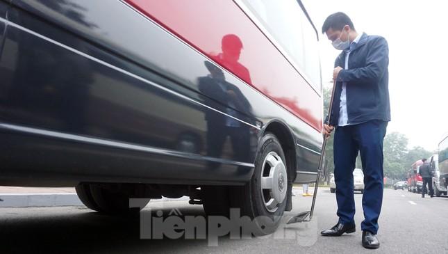Cảnh khuyển tham gia rà soát xe phục vụ Đại hội XIII ảnh 12