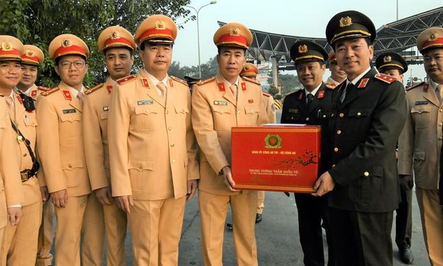 Thứ trưởng Trần Quốc Tỏ kiểm tra công tác bảo đảm an toàn giao thông trên cao tốc ảnh 6