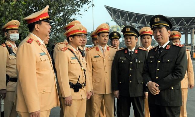 Thứ trưởng Trần Quốc Tỏ kiểm tra công tác bảo đảm an toàn giao thông trên cao tốc ảnh 4