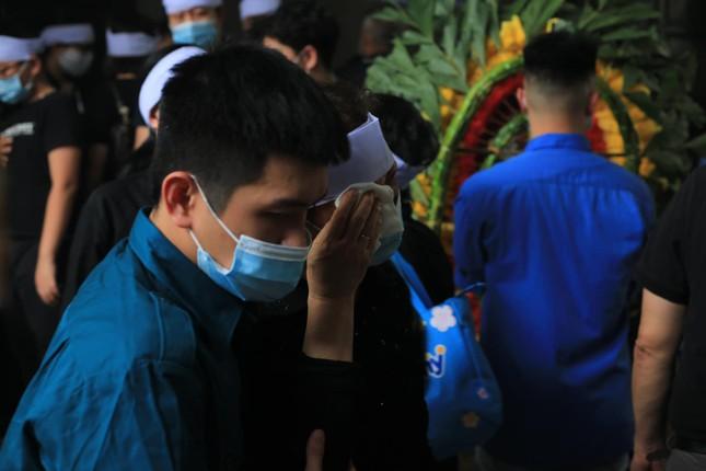 Đẫm lệ trong đám tang bốn nạn nhân vụ hỏa hoạn ở phố Tôn Đức Thắng ảnh 3