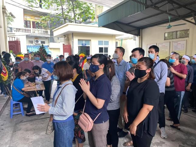 Đẫm lệ trong đám tang bốn nạn nhân vụ hỏa hoạn ở phố Tôn Đức Thắng ảnh 5