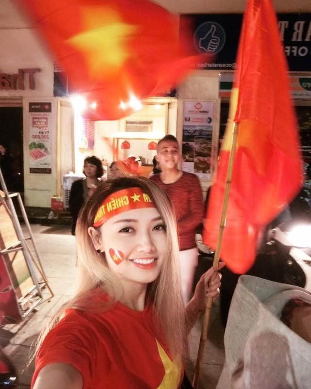 Các MC của VTV, người sang Trung Quốc, kẻ làm thơ cổ vũ U23 Việt Nam ảnh 5