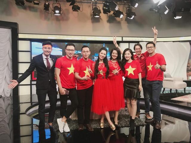 Các MC của VTV, người sang Trung Quốc, kẻ làm thơ cổ vũ U23 Việt Nam ảnh 6