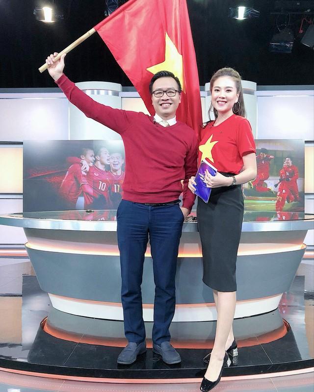 Các MC của VTV, người sang Trung Quốc, kẻ làm thơ cổ vũ U23 Việt Nam ảnh 10