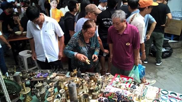 Dạo chợ đồ cổ độc nhất Sài Gòn mỗi tuần chỉ họp một phiên ảnh 2
