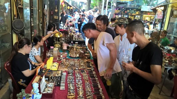 Dạo chợ đồ cổ độc nhất Sài Gòn mỗi tuần chỉ họp một phiên ảnh 1