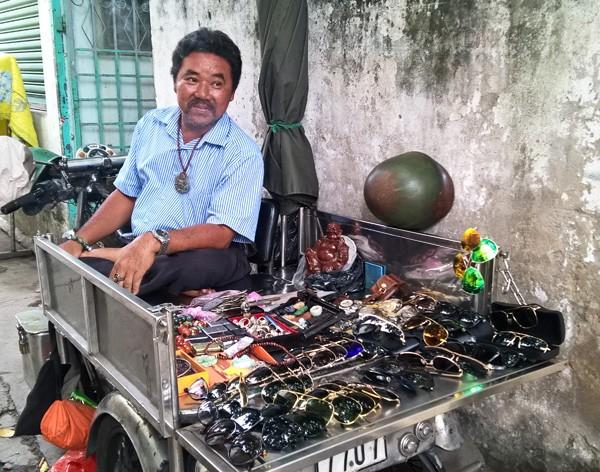 Dạo chợ đồ cổ độc nhất Sài Gòn mỗi tuần chỉ họp một phiên ảnh 5