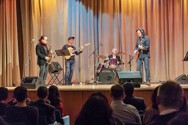Trần Mạnh Tuấn biểu diễn cùng nghệ sĩ guitar Nga nổi tiếng Dimitry Malotetov ảnh 6