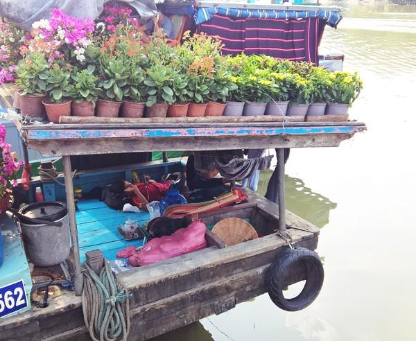 Độc đáo những chiếc thuyền hoa ở xóm vạn chài ngày cận tết ảnh 7
