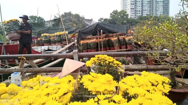 Độc đáo những chiếc thuyền hoa ở xóm vạn chài ngày cận tết ảnh 4