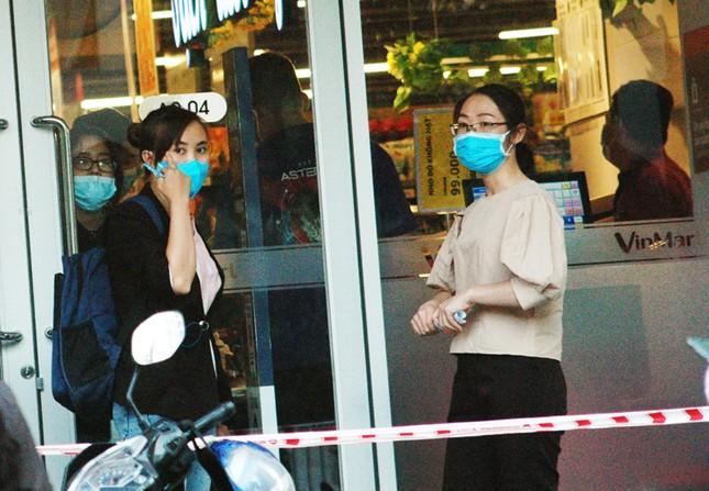 TPHCM phong tỏa 2 chung cư cao cấp vì các ca lây nhiễm từ quán bar Buddha ảnh 4