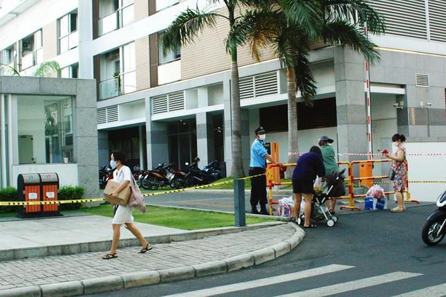 TPHCM phong tỏa 2 chung cư cao cấp vì các ca lây nhiễm từ quán bar Buddha ảnh 3