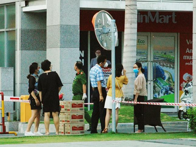 TPHCM phong tỏa 2 chung cư cao cấp vì các ca lây nhiễm từ quán bar Buddha ảnh 2
