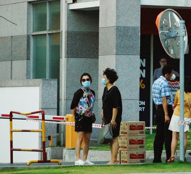 TPHCM phong tỏa 2 chung cư cao cấp vì các ca lây nhiễm từ quán bar Buddha ảnh 7