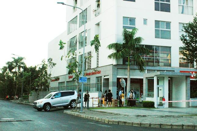 TPHCM phong tỏa 2 chung cư cao cấp vì các ca lây nhiễm từ quán bar Buddha ảnh 1