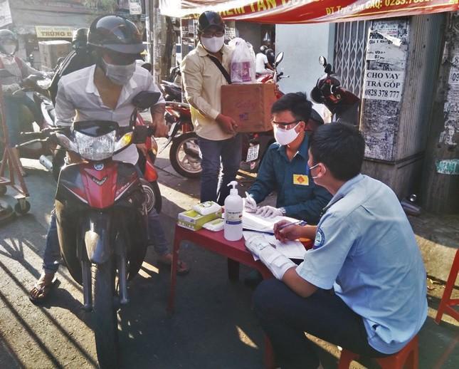 TPHCM kiểm soát từng người vào chợ dân sinh ảnh 5