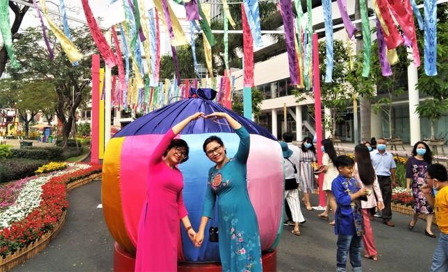 Độc đáo đường xuân đa quốc tịch lần đầu tiên tổ chức ở TPHCM ảnh 4