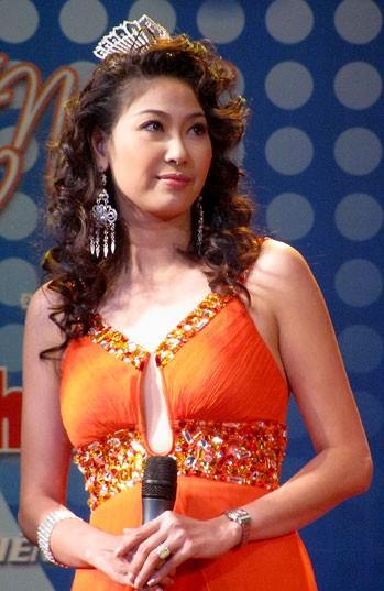 Những hoa hậu Việt Nam đọ sắc ở đấu trường quốc tế ảnh 2